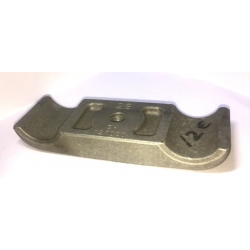 ENGINE MOUNT BOTTOM CLAMP D28